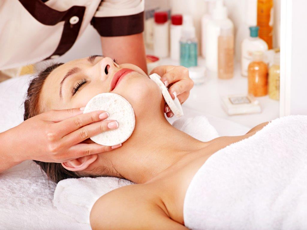 Klassische_Gesichtsbehandlung kosmetik spa